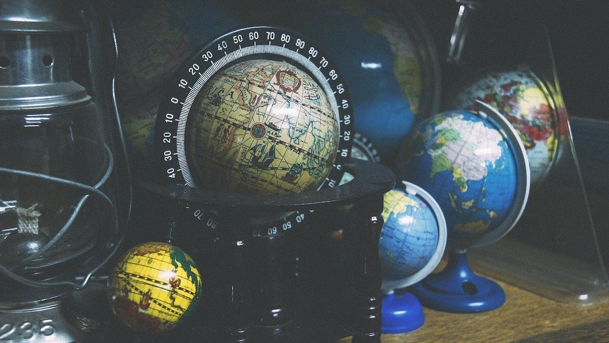 From the Heavens to High-Tec: Brief History of Globes